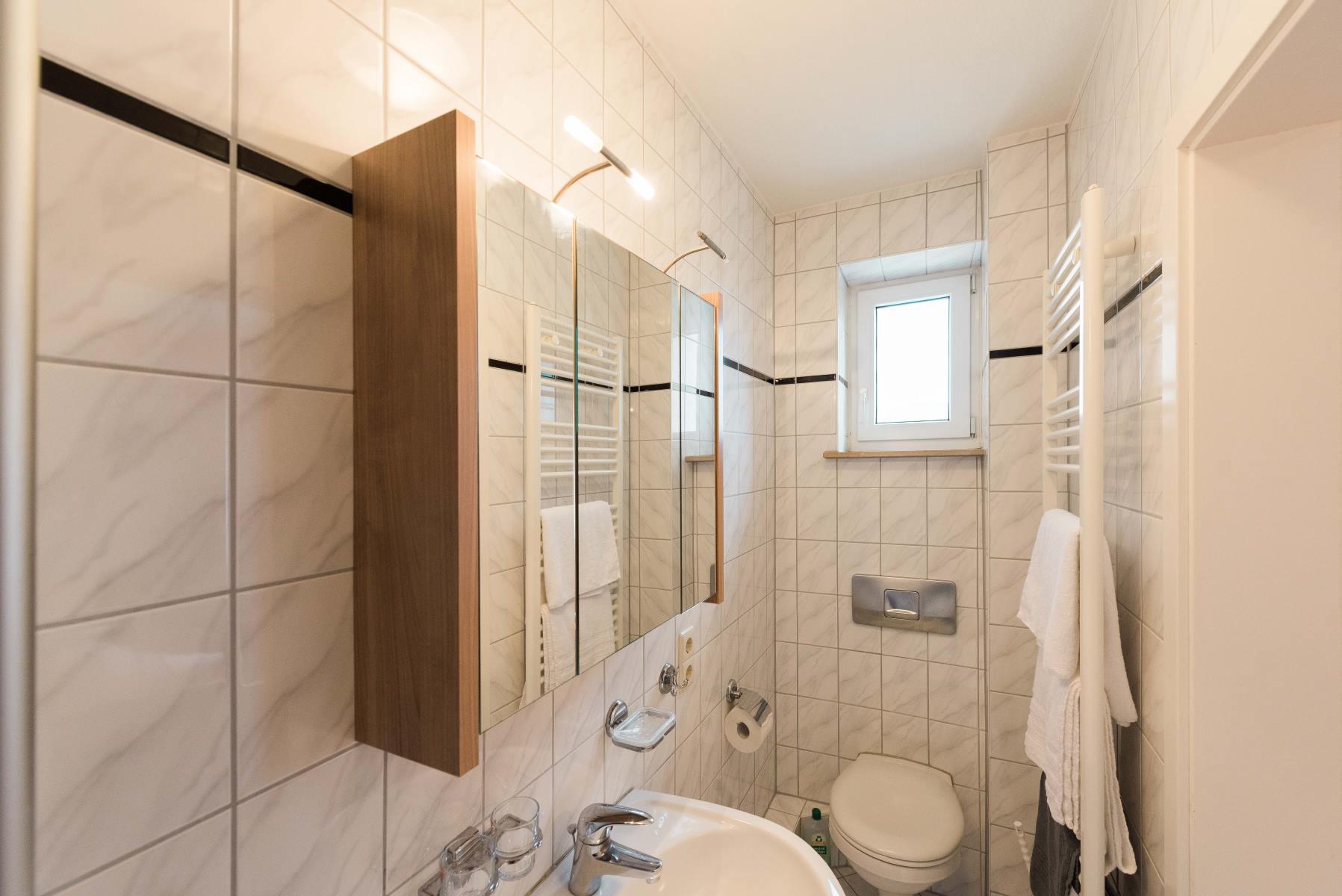 Winzerhof Schillinger Zimmer Veilchen mit extra Badezimmer